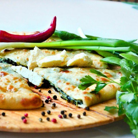 Заказать осетинские пироги с доставкой в Москве с сыром и зеленью Вкус Москвы