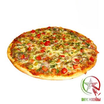 """Пицца """"Деревенская""""<br/><text style=""""font-size:15px; """"> пицца-соус, цыпленок гриль, пепперони, репчатый лук, соленые огурцы, моцарелла</text>"""