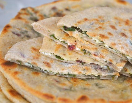 Хичин сыром и свекольными листьями <br/> 1 шт.   200 гр.